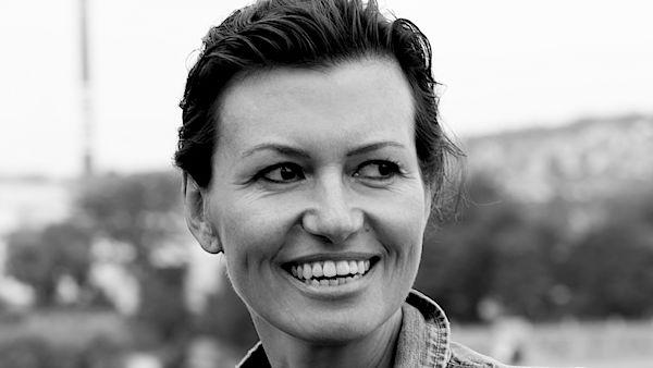 """Bianca Bellova presenta il suo ultimo libro """"Il Lago"""" a Milano e Torino."""