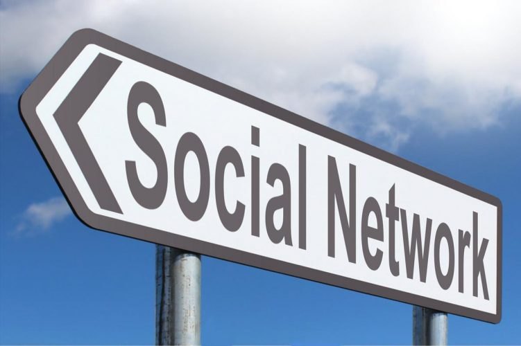 Da Matrix a Ready Player One. E se i social fossero un nuovo modello di nazione?